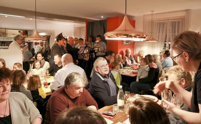 Das Gasthaus Krone in Stetten feierte am Samstag Neueröffnung. Im Bild: Die Gaststube.