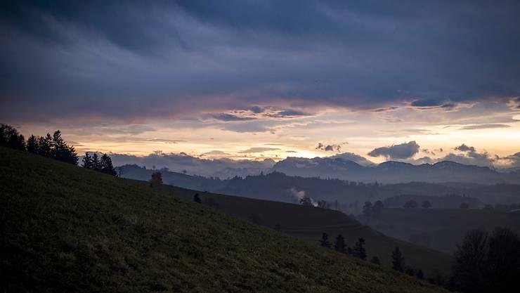 Föhnstimmung im Spätherbst: Hier ein Bild über dem Luzerner Hinterland vom 23. November 2016. (Archivbild)