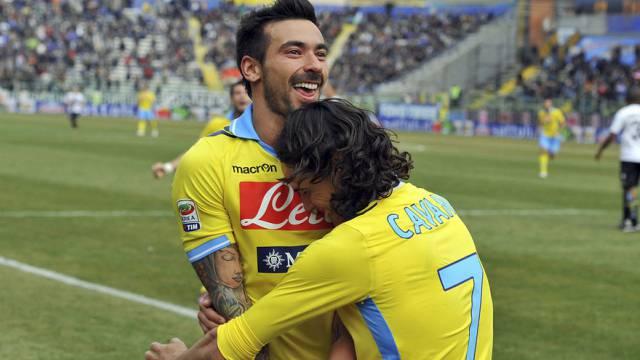 Lavezzi (l.) und Cavani sichern Napoli 11. Saisonsieg