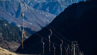Wenn Schnee liegt, bleibt seine Benutzung diesen Winter gleich teuer: Skilift, hier in Bosco Gurin TI. (Archivbild)