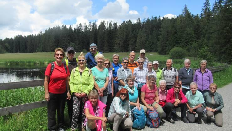 Gruppenfoto vor dem Wachseldornmoos