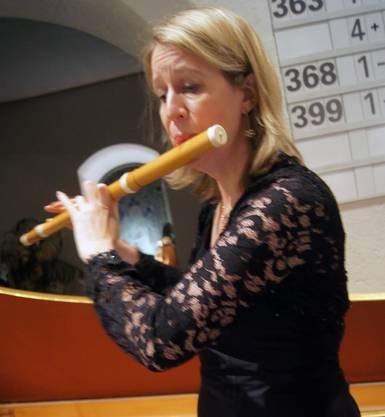 Claire Genewein spielt im Ensemble Perle Baroque die Traversflöte