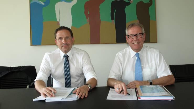 Finanzverwalter Urs Tanner und Stadtpräsident Ernst Zingg bei der Präsentation der Rechnung 2012.