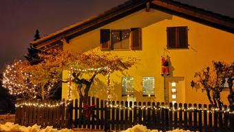 Weihnachtsbeleuchtungen sind auch nach dem 6. Januar weiterhin anzutreffen. (Archivbild)