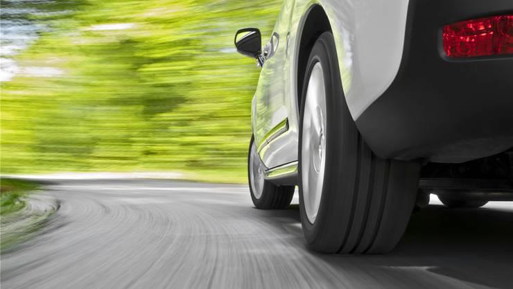 Der Lärm des Strassenverkehrs wird massgeblich von den Reifen verursacht, die über den Asphalt rollen.Shutterstock