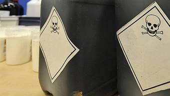 Behälter mit Chemikalien. (Symbolbild)