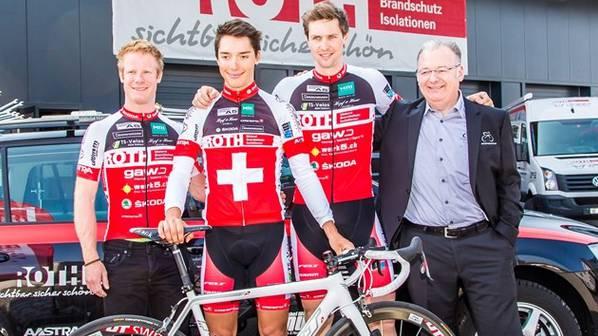 Die Fahrer des Team Roth Skoda mit Manager Roberto Marchetti (rechts).