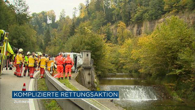 Lieferwagen landet beinahe in Fluss