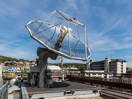 ETH-Weltneuheit: Treibstoffe aus Luft und Sonne werden von einer Mini-Raffinerie auf einem ETH-Dach in Zürich produziert.