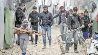 Aufräumarbeiten im Flüchtlingslager im libanesischen Bar Elias.