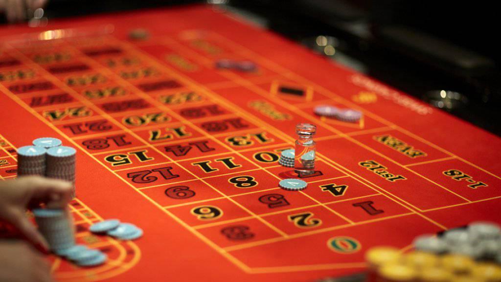 Internetspiele, Online-Casinos und das Angebot im grenznahen Ausland machen den Casinos hierzulande zu schaffen. Im letzten Jahr ging der Umsatz erneut zurück. (Symbolbild)