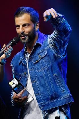 War mit seiner Strategie bisher sehr erfolgreich und räumte viele Preise ab wie hier beim Swiss Influencer Award 2019: Rapper Bligg.