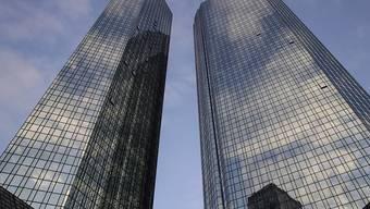 Die krisengeschüttelte Deutsche Bank hat im ersten Quartal überraschend einen Gewinn von 66 Millionen Euro erwirtschaftet. (Archivbild)