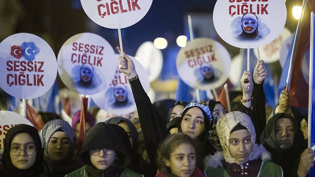 Protest in Istanbul gegen chinesische Uiguren-Politik