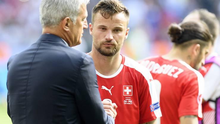 Der Nationalcoach (links) hat kein Verständnis für die Pfiffe gegen Stürmer Seferovic