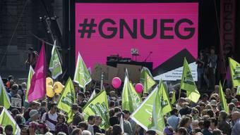 Mehrere hundert Personen demonstrieren bei der Nationalen Kundgebung fuer Lohngleichheit und gegen Diskriminierung #Enough 18, am Samstag, 22. September 2018, in Bern.