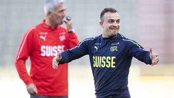 Vladimir Petkovic (l.) holt Xherdan Shaqiri (r.) zurück in die Schweizer Nationalmannschaft.