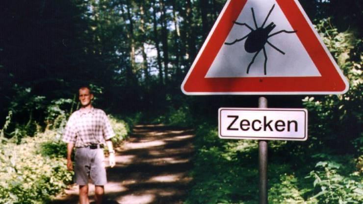 In der Schweiz sind seit Anfang 2017 so viele Menschen nach Zeckenbissen erkrankt, wie seit zehn Jahren nicht mehr. (Archivbild)
