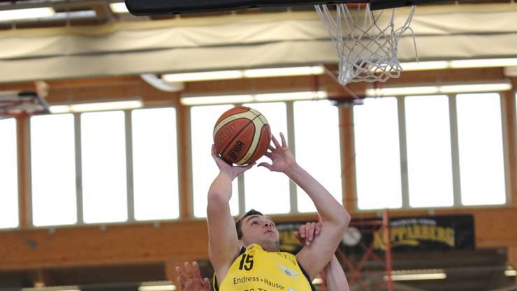 Der Starwing Boris Smiljic (gelb) hebt gegen Bulle ab.  Juri Junkov