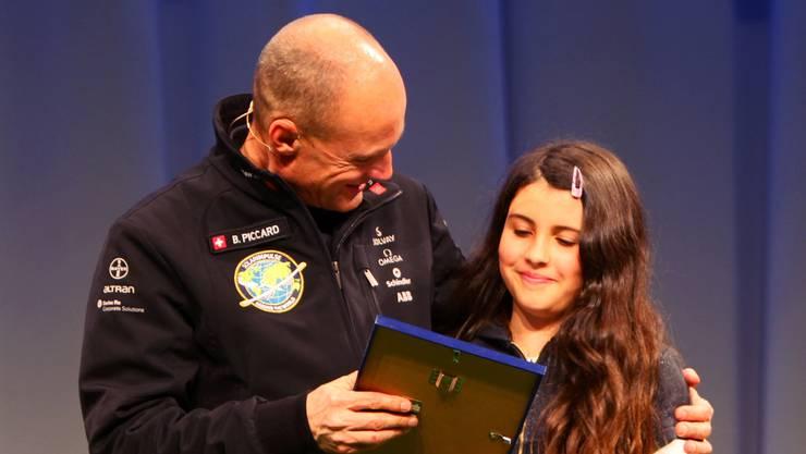 Klimapionierin aus Solothurn: Die zehnjährige Amrei Baumann wird von Bertrand Piccard geehrt.