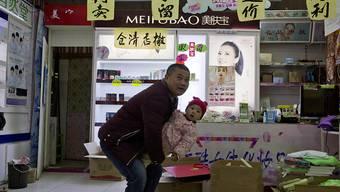 """Chinas Notenbank will die Finanzierungsprobleme von privaten Unternehmen wie diesem Kosmetikladen""""effektiv lindern"""". (Symbolbild)"""