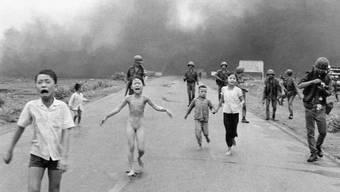 Der Kriegsreporter Nick Ut schoss 1972 dieses Bild fliehender Kinder in Vietnam, die Opfer eines irrtümlichen Napalm-Angriffs der Armee wurden. Der Fotograf ist einer von zahlreichen Gästen am ersten International Photo Festival in Olten. (Archivbild)