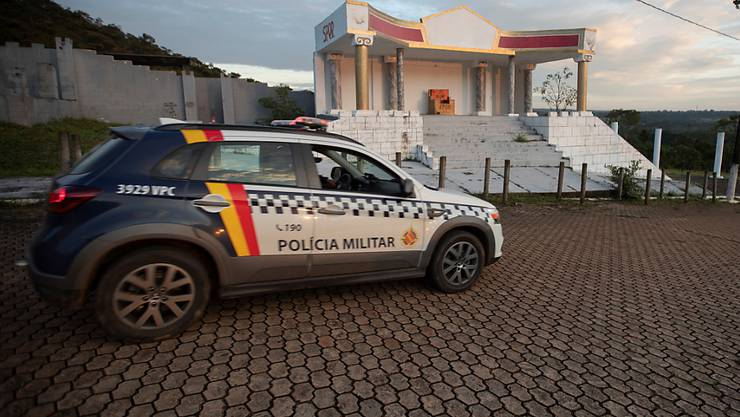 Brasilien hat einen Mann nach seiner Festnahme durch die brasilianische Polizei an Argentinien überstellt; er soll dort Verbrechen während der Militärdiktatur begangen haben. (Symbolbild)