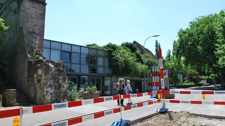 Sanierung der Habich-Dietschy-Strasse: Von der alten Stadtmauer (links) aus soll es im Rahmen der Nutzungsplanung eine Teilzonenrevision geben. (lbr)
