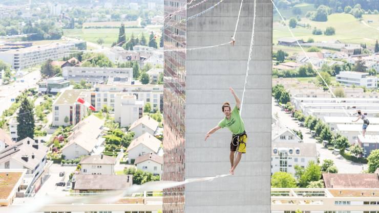 Samuel Volery hält aktuell den Weltrekord im Highline. Wer der zwölf Athleten wird noch mehr Ausdauer haben?