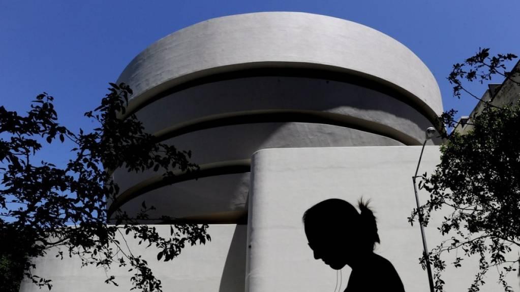 """Das Guggenheim Museum in New York, auch """"weisse Teetasse"""" am Central Park, wurde vom Star-Architekten Frank Lloyd Wright gebaut. Am 21. Oktober feiert der Bau seinen 60. Geburtstag. (Archivbild)"""