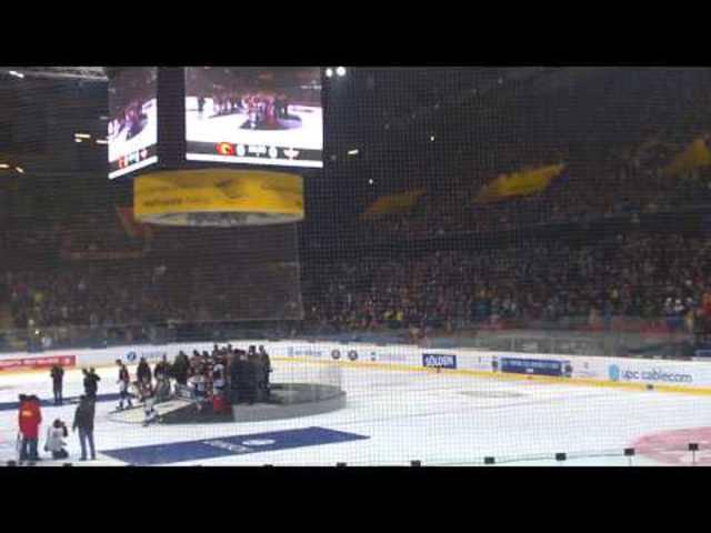 Nach dem Cup-Sieg lässt sich der SC Bern von seinen Fans feiern: Zuschauer-Video aus der Berner Postfinance-Arena.