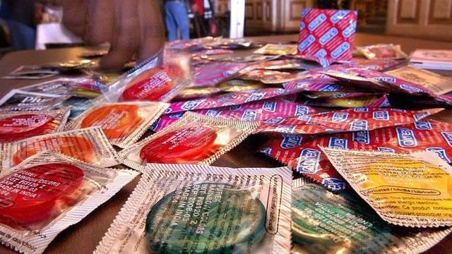 Kondome schützen vor sexuell übertragbaren Krankheiten (Archiv)