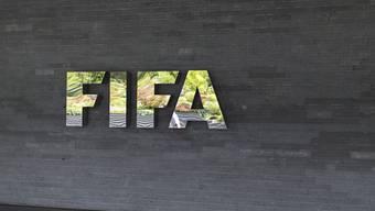 FIFA-Logo beim Hauptquartier des Weltfussballverbandes auf dem Zürichberg (Archivbild)