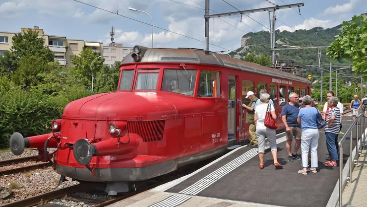 Der Rote Pfeil fährt am 120. Geburtstag der Oensingen-Balsthal Bahn zwischen Oensingen und Balsthal.
