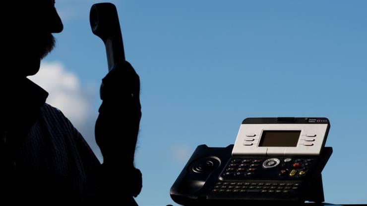 Die Betrüger erkundigen sich telefonisch nach Wertsachen. (Symbolbild)