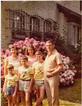 Familienausflug der Leuthards 1977 nach Walchwil. Doris steht hinten in der Mitte.
