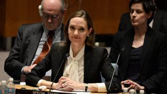 Angelina Jolie (Mitte) vor dem UNO-Sicherheitsrat
