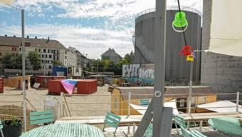 Die Distanz zwischen der Dachterrasse von «Shift Mode» und der Wohngenossenschaft Klybeck (grün, gelbe Wand) ist klein, der Konflikt aber gross.