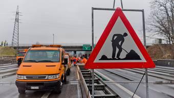 Der Unfall ereignete sich im Bereich einer Tagesbaustelle auf der Autobahn A1. (Symbolbild)
