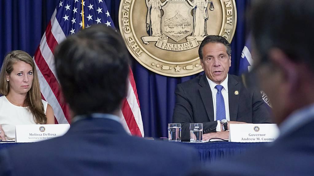 ARCHIV - Die Sekretärin des New Yorker Gouverneurs Cuomo, Melissa DeRosa trat am Sonntag, 8. August, zurück, eine Woche nachdem ein Bericht festgestellt hatte, dass der Gouverneur 11 Frauen sexuell belästigt hatte. Foto: Mary Altaffer/AP/dpa