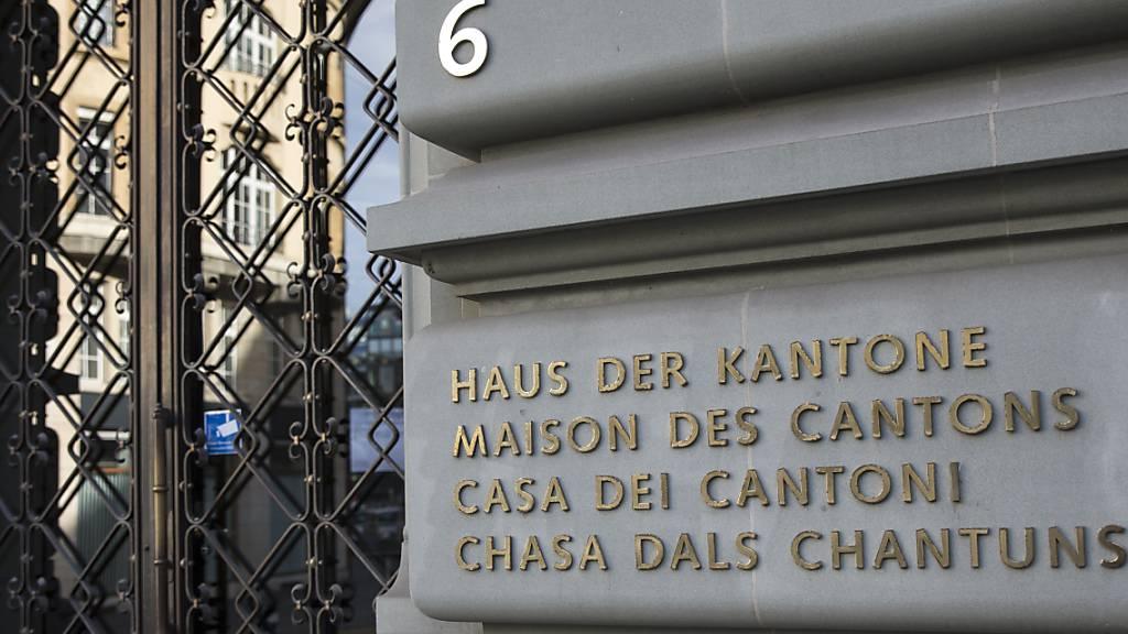 Eingang zum Haus der Kantone in Bern, dem Sitz der Konferenz der Kantonsregierungen. (Archivbild)