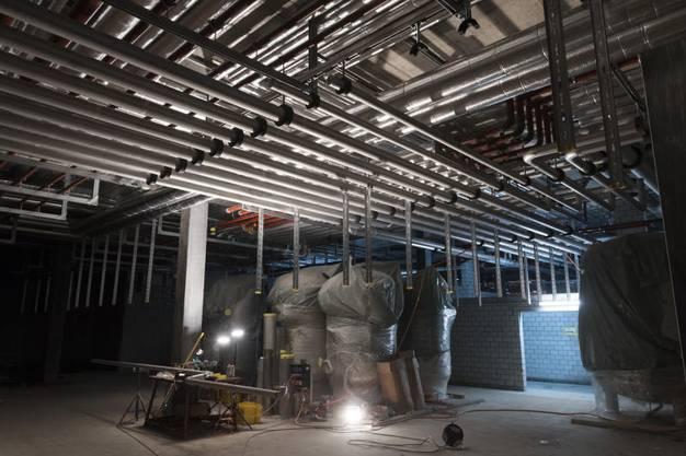 Knapp 20 Meter unter der Erde befindet sich die Technik - derzeit werden die Warmwasserspeicher installiert