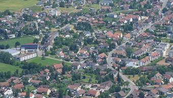 Eine emotionale Gemeindeversammlung ist im Anflug auf Gipf-Oberfrick. Schuld ist die Oberstufe (links).