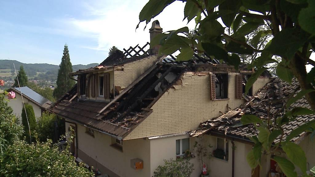 Akkus Schuld? In Gontenschwil brennt ein Einfamilienhaus komplett aus