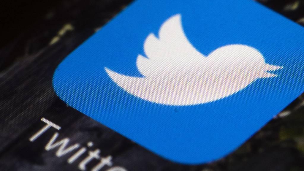 Der Kurznachrichtendienst Twitter kämpfte am frühen Samstagmorgen (MESZ) mit technischen Problemen. (Archivbild).