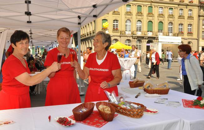 V.l.n.r.: Ruth Mann, Edith Wieland und Franziska Camponovo vertreten den Kanton Solothurn mit feinen Köstlichkeiten