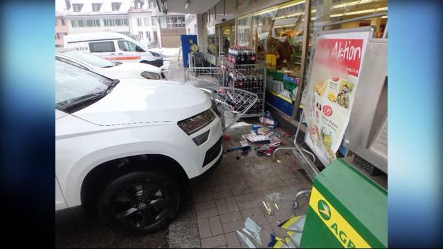 Fahrzeug kracht in Volg: 30'000 Franken Sachschaden