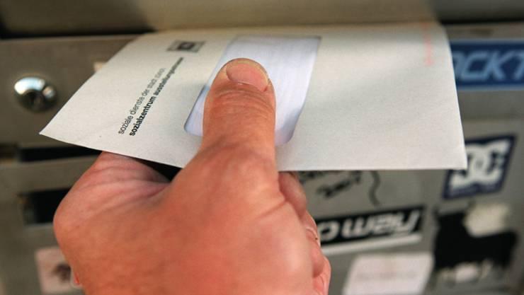 Das Versenden von Briefen dürfte per 2019 teurer werden: Dies kündigte Post-Verwaltungsratspräsident Urs Schwaller an. (Archivbild)