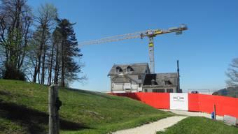 Auf dem Weissenstein wird ein Kran montiert (27. April 2018)