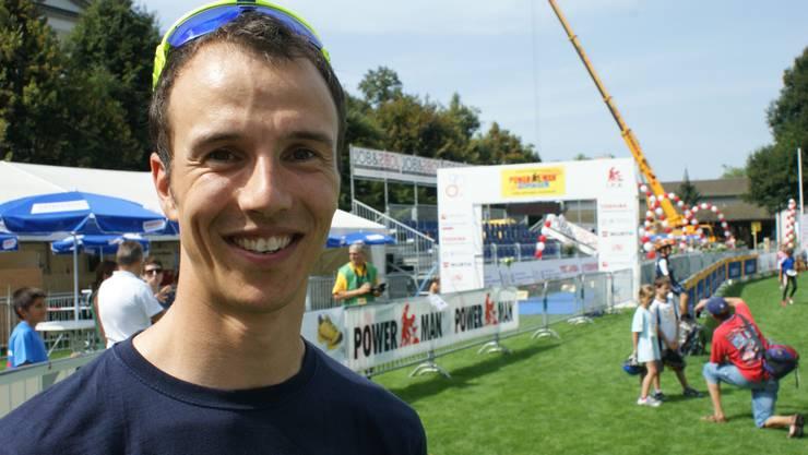 Lukas Baumann macht die Kinder fit.